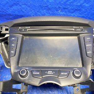 12-17 Hyundai Veloster Radio for Sale in Miami Gardens, FL