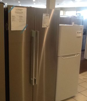 New open box whirlpool refrigerator WRSA15SNHZ for Sale in Whittier, CA