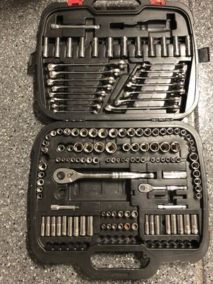 Husky 185 piece SAE and MM handel tools missing parts for Sale in Montclair, CA