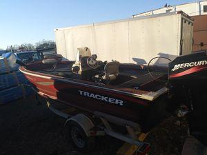 1996 tracker aluminum boat 16ft would 70 horsepower Mercury for Sale in Elizabeth, NJ