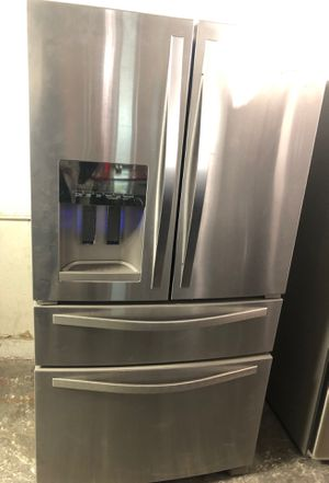 WHIRLPOOL refrigerator for Sale in Palmdale, CA