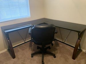 L-Shaped Desk w/matching chair for Sale in Peoria, AZ