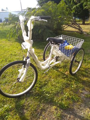 New adult tricycle's still in box. for Sale in Des Moines, WA