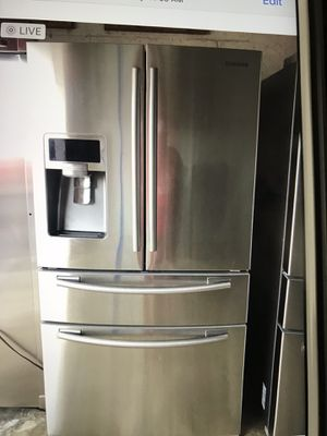 Refrigerator Samsung stainless still for Sale in West Palm Beach, FL