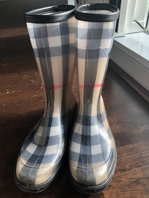 Size 38 EURO (7-7.5 US) Burberry women's rain boots for Sale in Chicago, IL