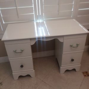 Solid wood White Desk for Sale in San Dimas, CA