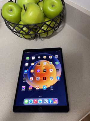 IPad Pro second generation 10.5 inches for Sale in Troy, MI