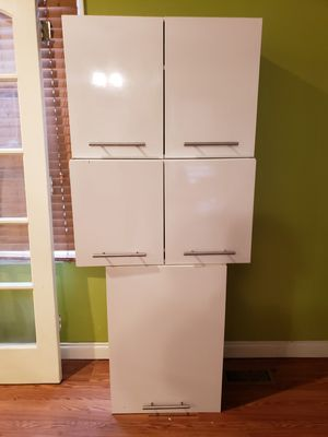 3 upper kitchen cabinets for Sale in Dearborn, MI