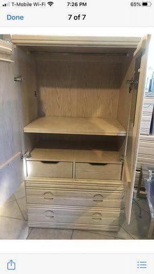 Oak white wash bedroom set no headboard. for Sale in Inglewood, CA