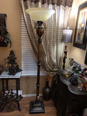 . Beautiful & Elegant Floor Lamp. for Sale in Fort Worth, TX