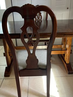 Dinning Table Solid Wood Very Nice With 4 Chairs Normal Used for Sale in Orlando,  FL