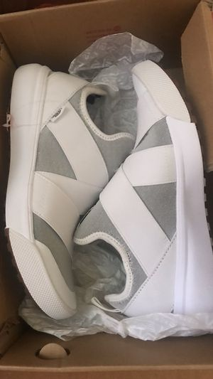 Vans UltraRange Gore Slip-on Sneakers white for Sale in Los Angeles, CA