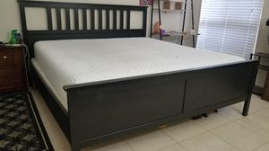 Serta icomfort memory foam king mattress with base and stand for Sale in MONTGOMRY VLG, MD