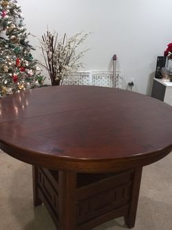 Dining Room Table with Leaf Extender for Sale in Los Angeles,  CA