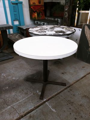 """Mid Century Modern Round Kitchen Table! Metal Base, Off White Top. Very heavy! 36"""" for Sale in Joliet, IL"""