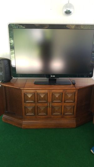 Tv 50 inch and radio with old school player recor play for Sale in Brockton, MA
