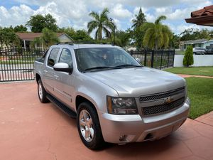2012 Chevrolet Avalanche ✅ like new for Sale in Homestead, FL