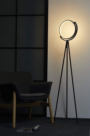 MODERN TRIPOD FLOOR LAMP for Sale in Houston, TX
