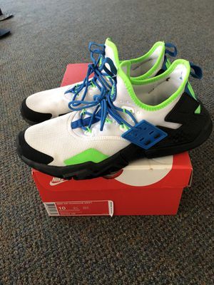 Nike Air Huarache Drifts Size 10 Mens White/ black/blue /green great condition for Sale in Mountlake Terrace, WA