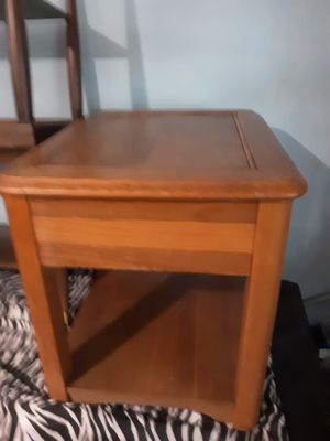 Wooden End Table for Sale in Chicago, IL