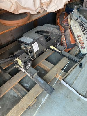 Husky EZ roll fifth wheel hitch for Sale in Hollister, CA
