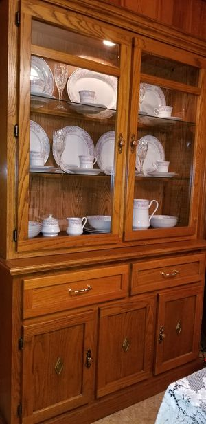 **Just reduced again ** Lighted China cabinet with 8 PC set China for Sale in Lebanon, TN