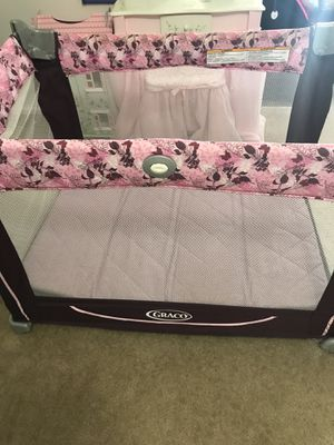 Pack n play or baby girl crib for Sale in Maryland Heights, MO