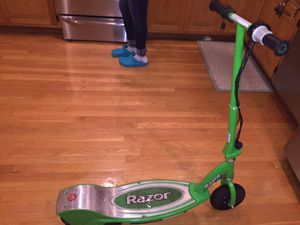 Razor scooter fairly new ...15-20mph.....pick up in Ashland ma for Sale in Framingham, MA