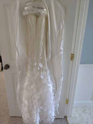 Unique wedding dress, never worn. for Sale in Oregon City, OR