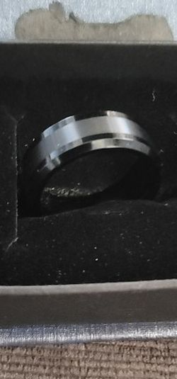 8MM Brushed Center Black Outer Tungsten Carbide ring Wedding Band Mens Jewelry Size 7 1/2 for Sale in Tacoma,  WA