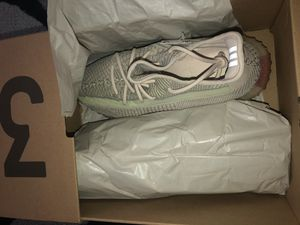 Yeezy Boost 350 V2 Citrin Size 9 1/2 for Sale in Long Beach, CA