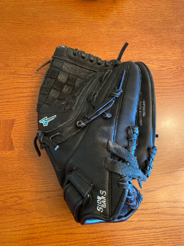 Mizuno girl's softball glove