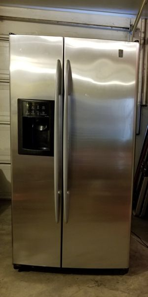 GE REFRIGERATOR for Sale in Tracy, CA