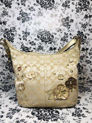Coach 2 way signature purse for Sale in Lakemoor, IL