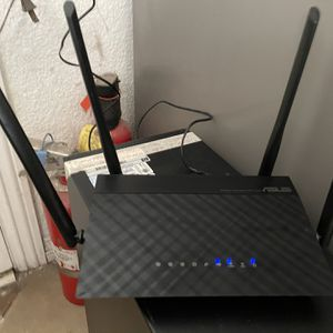 ASUS rt-ac1200 1200m dual band low radiation WiFi 5g wireless router for Sale in Westminster, CA