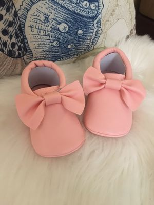 Baby girl moccasins size 6-12, 12-18 months for Sale in Los Angeles, CA