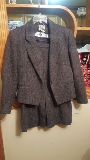 BARCLAY SQUARE DRESS SUIT FOR WOMEN for Sale in Baltimore, MD
