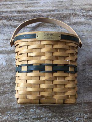 Longaberger 1998 Christmas basket for Sale in Visalia, CA
