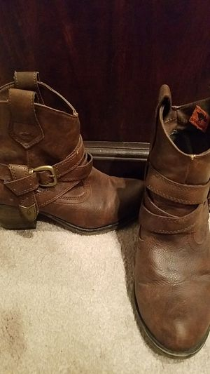 Ankle High Country Boots Size 6 for Sale in Sudbury, MA