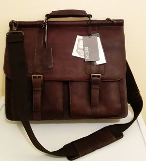 Kenneth Cole suitcase for Sale in Hartford, CT