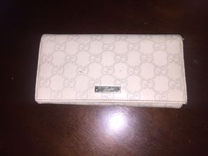 Authentic cream leather Gucci wallet for Sale in Brooklyn, NY