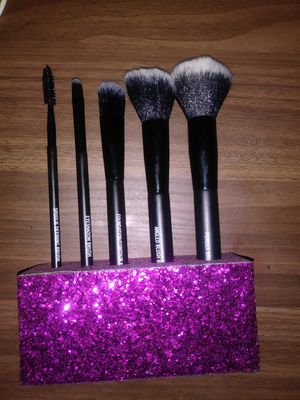Makeup Brushes with Brush Holder Included *USED ONCE / WASHED* for Sale in Rialto, CA