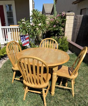 Table and 4 chairs for Sale in Montclair, CA
