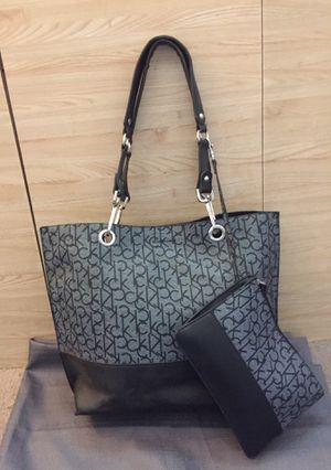 Calvin Klein Tote with matching makeup bag for Sale in Kennewick, WA
