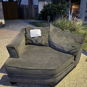 Loveseat- FREE for Sale in San Mateo, CA