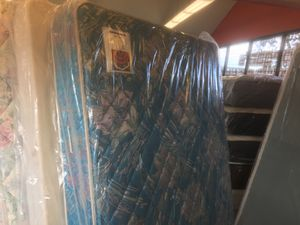 QUEEN SIZE SEALY POSTUREPEDIC MATTRESS & BOX SPRING BED SET for Sale in Portland, OR