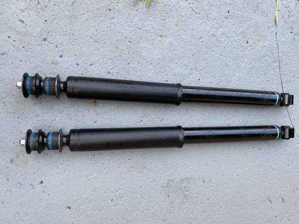 KYB Shock Absorber Toyota Tundra 48530- 0C081 Pair Amortiguadores