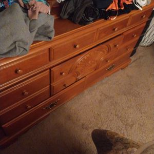 Hutch and Dresser W/Mirror For Bedroom for Sale in Apple Valley, CA