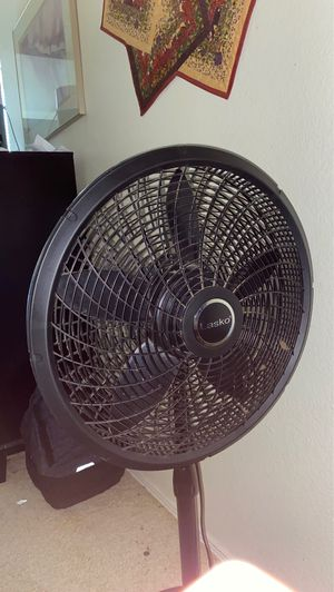 Lasko 3 Speed oscillating fan , minimal use, will clean before sell. for Sale in Glendale, AZ