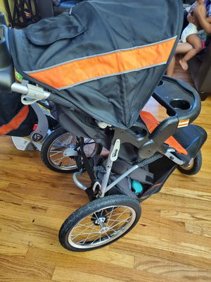 Expedition stroller with detachable baby car seat with 2 bases for car used for Sale in Southfield, MI